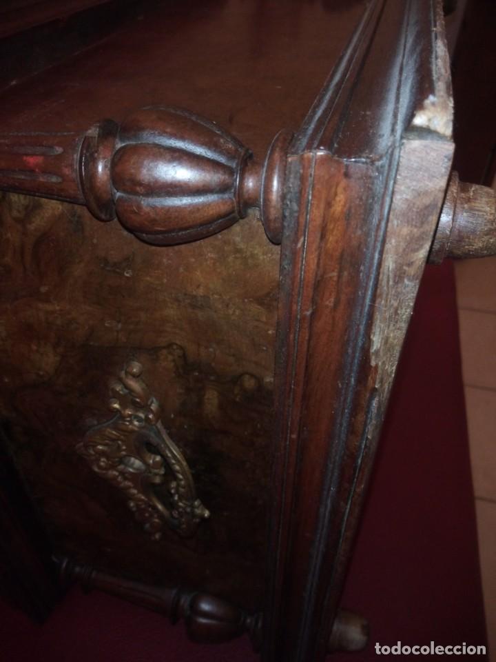 Antigüedades: Antiguo baúl cofre de despacho de madera de roble de raíz con incrustaciones y adornos de bronce. - Foto 23 - 189143608