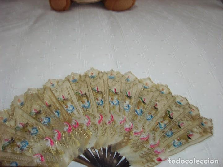 Antigüedades: Antiguo abanico en pergamino, pintado a mano, madera de asta - Foto 3 - 189149720