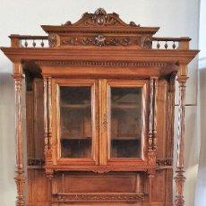 Antigüedades: ANTIGUA VITRINA TRINCHERO TALLADA. Lote 225083260