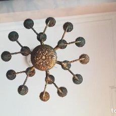 Antigüedades: LAMPARA DE COLGAR EN TECHO GRANDE DE BRONCE Y 18 LUCES. Lote 189326221