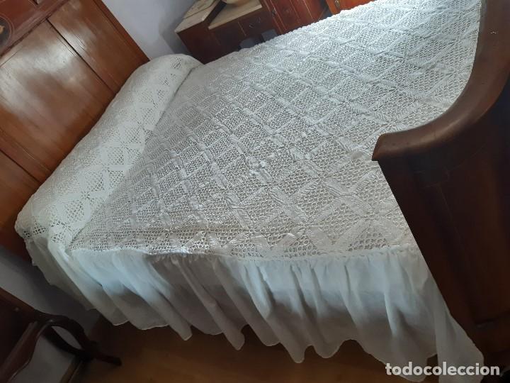 Antigüedades: ANTIGUA Y PRECIOSA COLCHA DE CROCHET HECHA A MANO CON HILO DE PERLÉ. PARA CAMA DE 135. - Foto 7 - 189360031