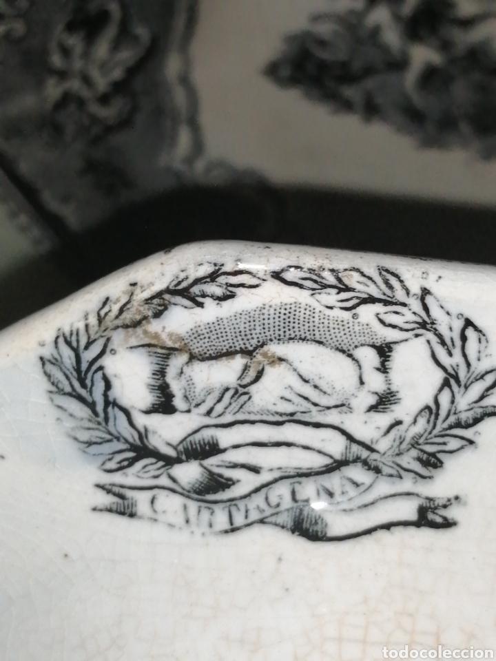 Antigüedades: Fuente y Azafate de cerámica de Cartagena fábrica de la Amistad con marcas sana completamente - Foto 9 - 189376358