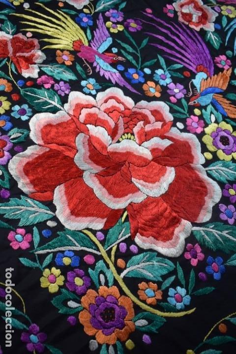 Antigüedades: manton de Manila, seda bordada a mano rosas grandes - Foto 3 - 189377005