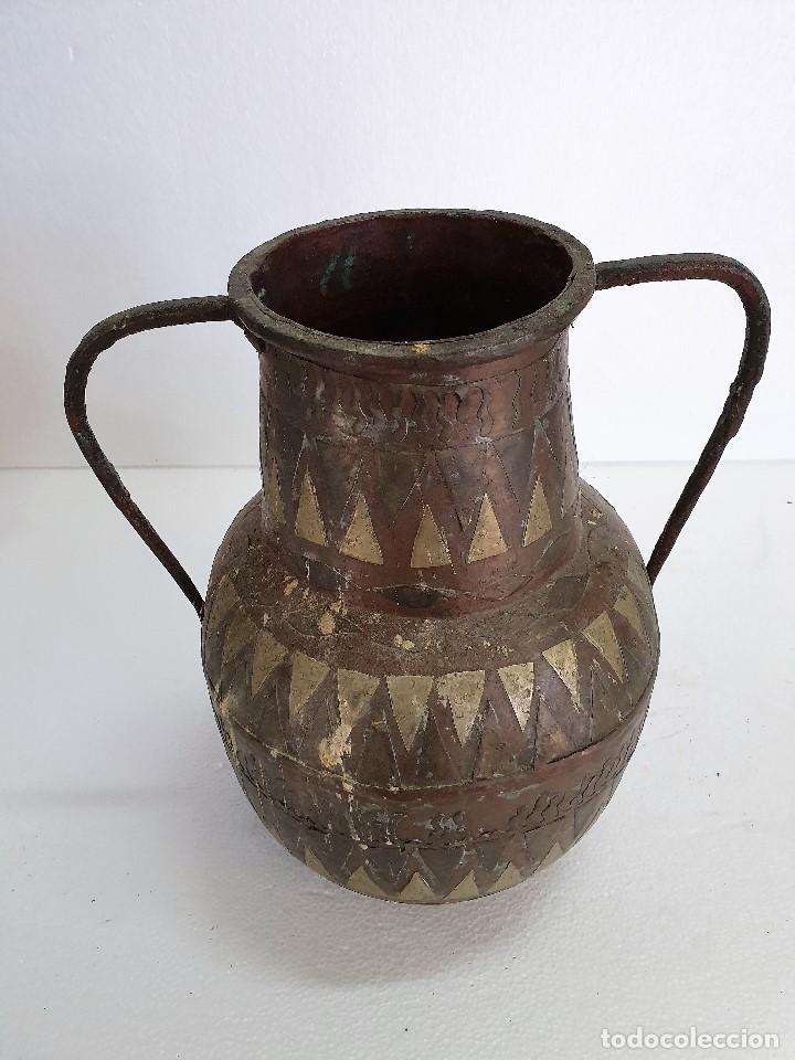 ANTIGUO JARRON DE COBRE Y METAL (Antigüedades - Hogar y Decoración - Jarrones Antiguos)
