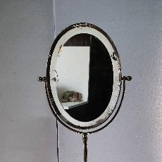 Antigüedades: ESPEJO TOCADOR DE METAL. Lote 189386405