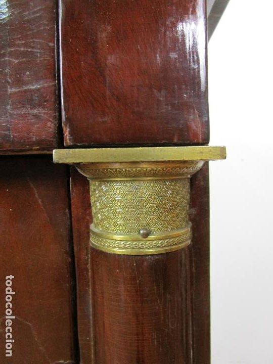 Antigüedades: Cómoda Imperio - Francia - Madera de Caoba - Tiradores de Bronce - Mármol Negro - Principios S. XIX - Foto 5 - 189397571