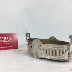 Antigüedades: BASE DE METAL CALAMINA PLATEADA Y DECORADA PATENTADO MS CON ASAS - PEANA, PEDESTAL, BANDEJA. Lote 189407163