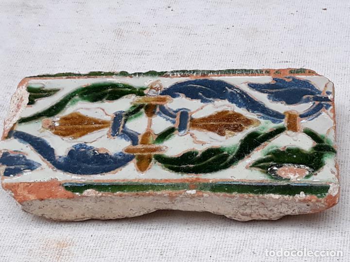 AZULEJO ANTIGUO DE TOLEDO - ARISTA - MUDEJAR / RENACENTISTA - SIGLO XVI. (Antigüedades - Porcelanas y Cerámicas - Azulejos)