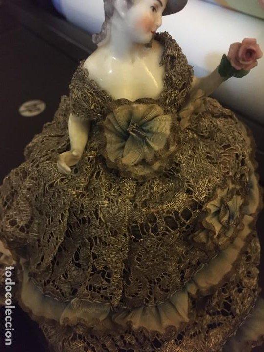 Antigüedades: Busto muñeca de porcelana Art Decó. Impresionante traje todo tela - Foto 5 - 189436605