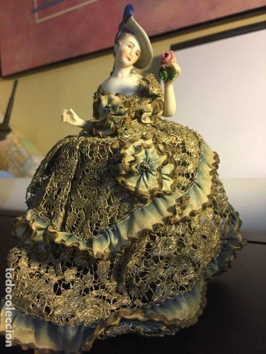 Antigüedades: Busto muñeca de porcelana Art Decó. Impresionante traje todo tela - Foto 2 - 189436605