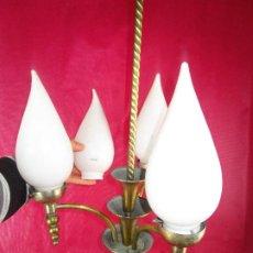 Antigüedades: PRECIOSA LAMPARA ANTIGUA ART DECO EN LATON Y TULIPAS BLANCAS OPALINA OPACA . Lote 189440893