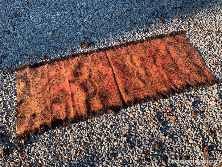 Antigüedades: Magnifico manton antiguo adamascado. Mide 140x50cms aprox - Foto 3 - 189483672
