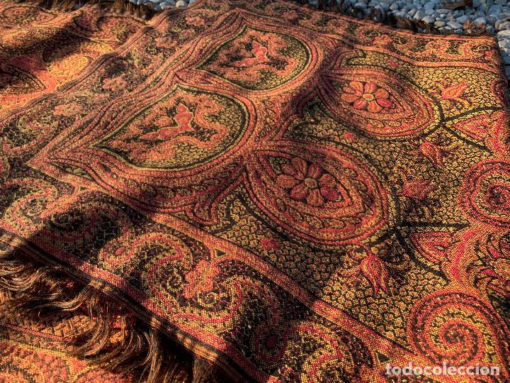 Antigüedades: Magnifico manton antiguo adamascado. Mide 140x50cms aprox - Foto 4 - 189483672