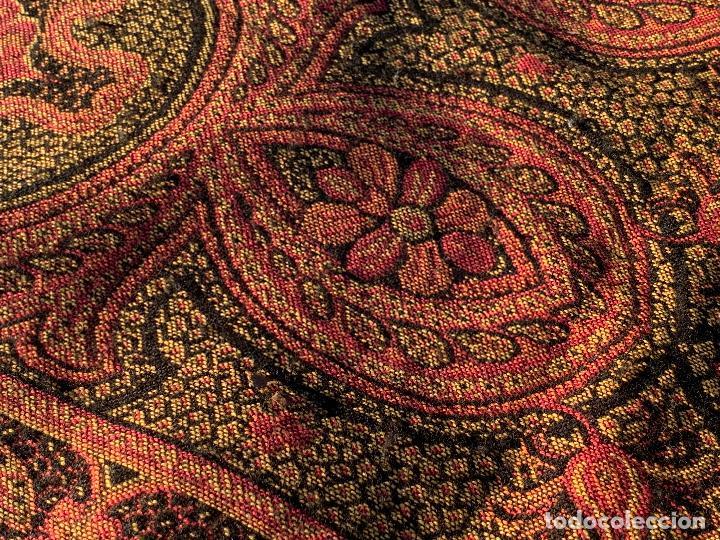 Antigüedades: Magnifico manton antiguo adamascado. Mide 140x50cms aprox - Foto 6 - 189483672