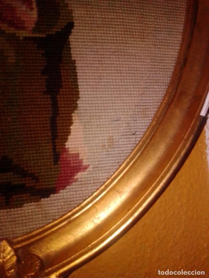 Antigüedades: Antiguo tapiz con marco dorado - Foto 6 - 189488601