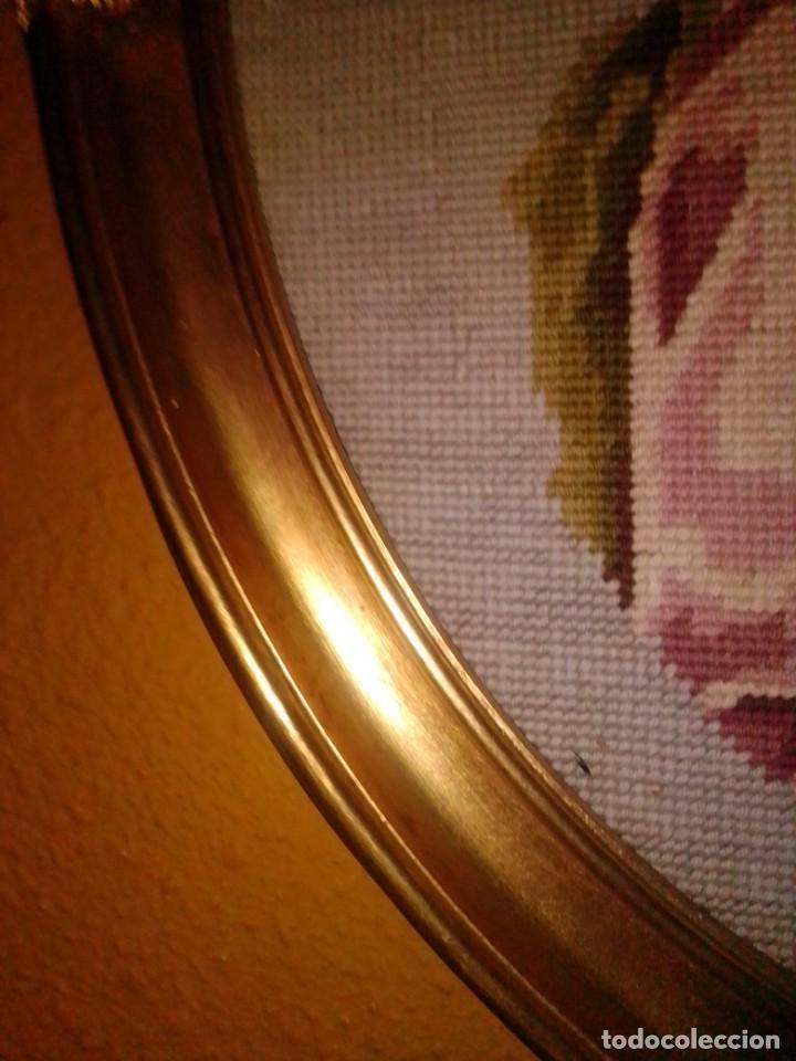Antigüedades: Antiguo tapiz con marco dorado - Foto 9 - 189488601