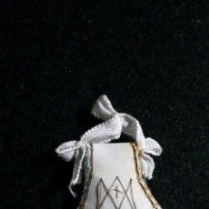 Antigüedades: DETENTE / ESCAPULARIO EN TELA BORDADA A MANO S. XIX. Lote 189523023