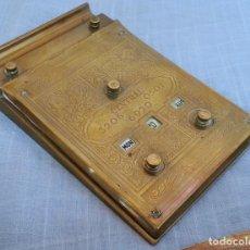 Antiquités: CALENDARIO PERPETUO EN BRONCE. FUNCIONA PERFECTAMENTE. Lote 189571110