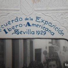 Antigüedades: RECUERDO DE LA EXPOSICIÓN IBERO-AMERICANA DE SEVILLA DE 1929. FUNDA PORTAFOTOS. Lote 189575338