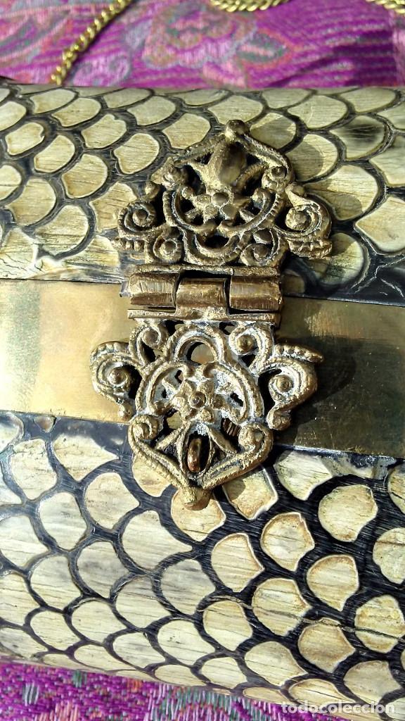 Antigüedades: IMPRESIONANTE BOLSO DE LATÓN Y PIEL DE SERPIENTE. PRIMER CUARTO SIGLO XX. - Foto 5 - 189583427