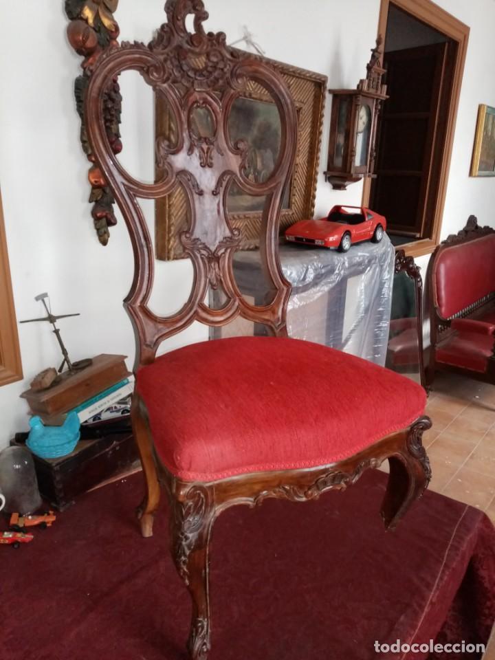 SILLA TALLADA CON FALLO (Antigüedades - Muebles Antiguos - Sillas Antiguas)