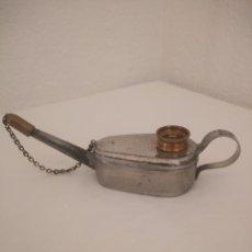 Antigüedades: ANTIGUA LAMPARA DE ACEITE DE SOBREMESA. METAL PLATEADO CON MECHA. Lote 189631777