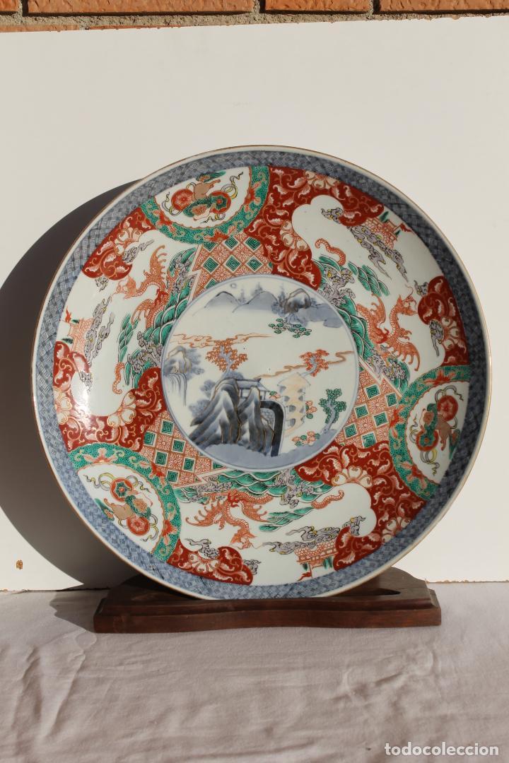 PLATO GRANDE DE PORCELANA JAPONESA ESTILO IMARI SIGLO XIX (Antigüedades - Porcelana y Cerámica - Japón)