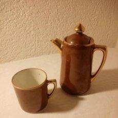 Antigüedades: SOLITARIO DE TAZA Y CAFETERA DE PORCELANA S.P.M. WALKIIRE. Lote 189645653
