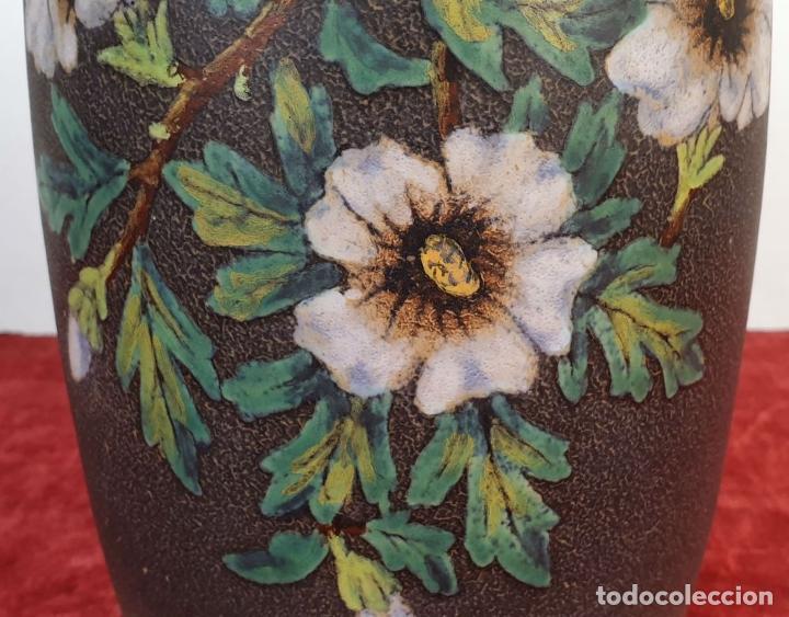 Antigüedades: JARRÓN EN CERÁMICA ESMALTADA. DECORADO A MANO. SERRA. SIGLO XX. - Foto 4 - 189726502