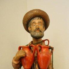 Antigüedades: EL VENDEDOR DE CANTAROS ESCULTURA FIGURA DE PORCELANA EN MUY BUEN ESTADO 60 CM ALTURA 1660 GR PESO. Lote 189738998