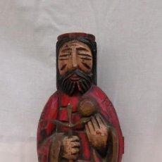 Antigüedades: TALLA DE MADERA ( BOTELLERO ) REPRESENTA UN REY . Lote 189739177