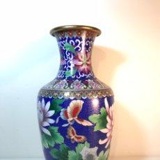 Antigüedades: JARRÓN TIBOR CLOISONNE- CHINA- 32 CM (BRONCE Y ESMALTE). Lote 189755870