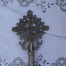 Antigüedades: CRUZ COPTA ANTIGUA EN PLATA DE BAJA LEY. Lote 189779013