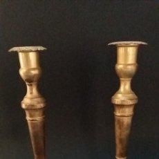 Antigüedades: PAREJA CANDELEROS DORADOS. Lote 189815482
