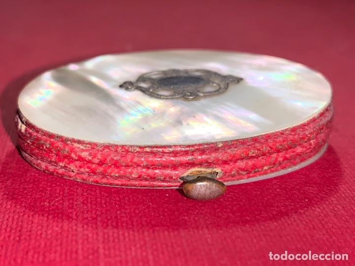 Antigüedades: Antiguo monedero-pastillero en Nácar y plata. Finales de siglo XIX - Foto 7 - 189815962