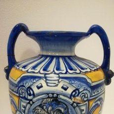 Antigüedades: JARRON CERÁMICA TONOS AZULES Y AMARILLOS. Lote 189820361