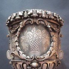 Antigüedades: COPON DECORATIVO DE ESCAYOLA PINTADA COLOR PLATEADO. Lote 189821682