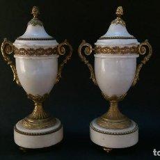 Antigüedades: JARRONES TIBOR MARMOL BLANCO Y BRONCE DORADO NAPOLEON III. Lote 189824178