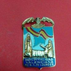 Antigüedades: CHAPA/PIN/INSIGNIA. HOSPITALIDAD VALENCIANA DE NTRA SRA D LOURDES. 4,2 X 2,4 CM. ESMALTE AL FUEGO.. Lote 189917183