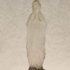 Antigüedades: ANTIQUÍSIMA VIRGEN DE LOURDES, DE LA ANTIGUA CHECOSLOVA PARA RESTAURAR MECANISMO. Lote 189937591