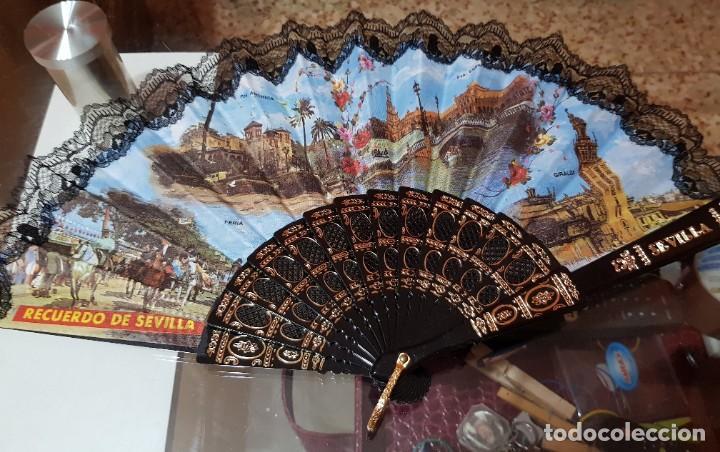 ABANICO RECUERDO DE SEVILLA - GIRALDA - FERIA - LUGARES CONOCIDOS (Antigüedades - Moda - Abanicos Antiguos)