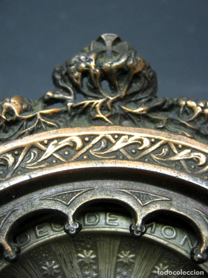Antigüedades: Antigua gran benditera Virgen de Montserrat - varios metales columnas talladas en hueso - Foto 10 - 190040295