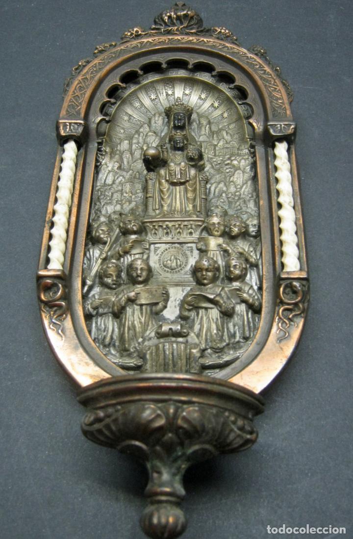 Antigüedades: Antigua gran benditera Virgen de Montserrat - varios metales columnas talladas en hueso - Foto 2 - 190040295