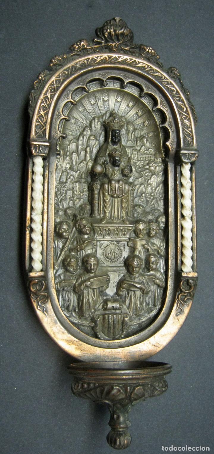 ANTIGUA GRAN BENDITERA VIRGEN DE MONTSERRAT - VARIOS METALES COLUMNAS TALLADAS EN HUESO (Antigüedades - Religiosas - Benditeras)