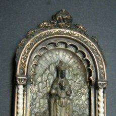 Antigüedades: ANTIGUA GRAN BENDITERA VIRGEN DE MONTSERRAT - VARIOS METALES COLUMNAS TALLADAS EN HUESO. Lote 190040295