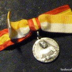 Antigüedades: IMPECABLE MEDALLA BEATA TERESA JORNET RECUERDO BEATIFICACION 1958 BANDERA E IMPERDIBLE ORIGINALES. Lote 190040845