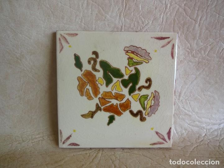BALDOSA FIRMADA POR M COLL B 15 CM X 15 CM (Antigüedades - Porcelanas y Cerámicas - Otras)