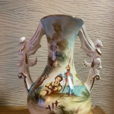 Antigüedades: JARRÓN PINTADO A MANO, REMATES EN ORO. 30 CM PERFECTO. Lote 190075540