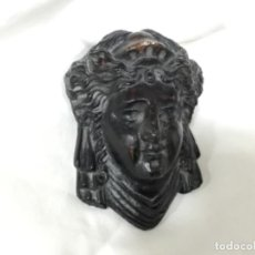 Antigüedades: MASCARON. CABEZA CERÁMICA. IMPERIO. PROCEDE DE UN RELOJ DE PARED. . Lote 190076357