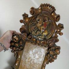 Antigüedades: PLAFON MARCO PORTA-CALENDARIO TIPO CORNUCOPIA ESTUCO POLICROMADO AÑOS 20-MARCADO-SAN JORGE. Lote 190083852